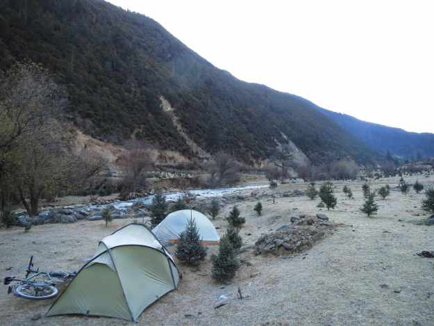 Rather chillier camping at 3000m on the way to Litang