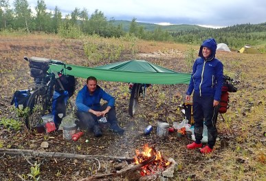 Everything is better once you have a camp fire & hot food. Photo: A.Hughes