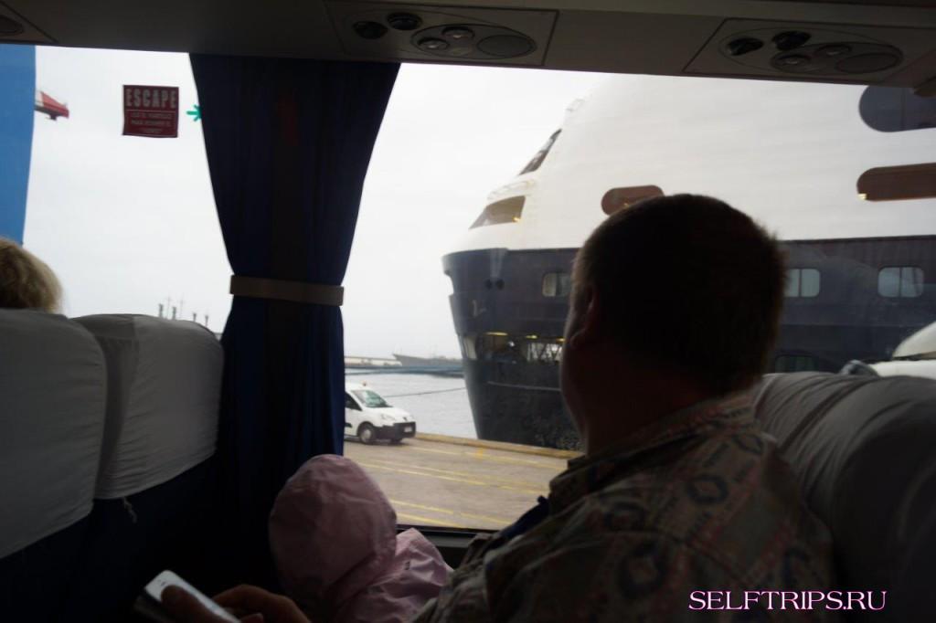 Круизный лайнер Zaandam