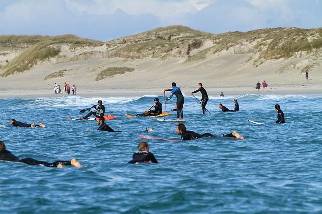 surfers-195956_640