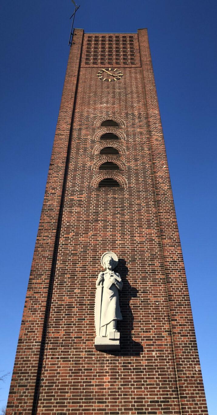 ALter Kirchtrum St. Josef mit Josef-Statue