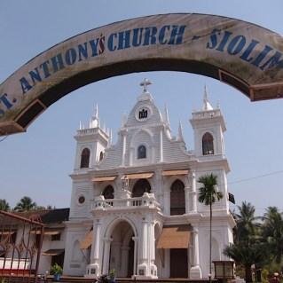 Foto van een christelijke kerk in Siolim.