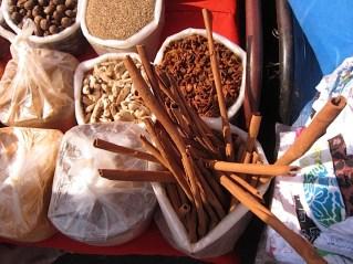 Foto van kruiden en specerijen.