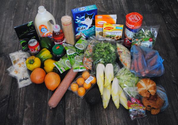 De Voedselbank. Wat zit er in dat wekelijkse pakket dat de allerarmsten ontvangen? Verrassing! (3/6)