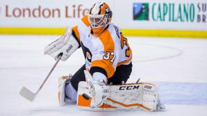 Brian Elliott in a game with the Philadelphia Flyers