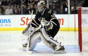 NHL goaltender Kari Lehtonen bending his knees just the right amount for good balance