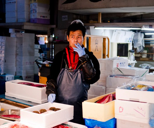 El mercado de Tsukiji  (築地市場, Tsukijishijou)