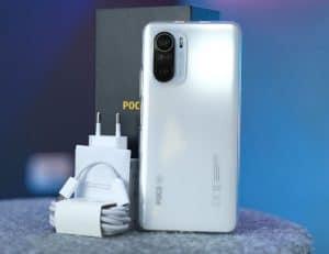 فتح علبة هاتف Xiaomi Poco F3