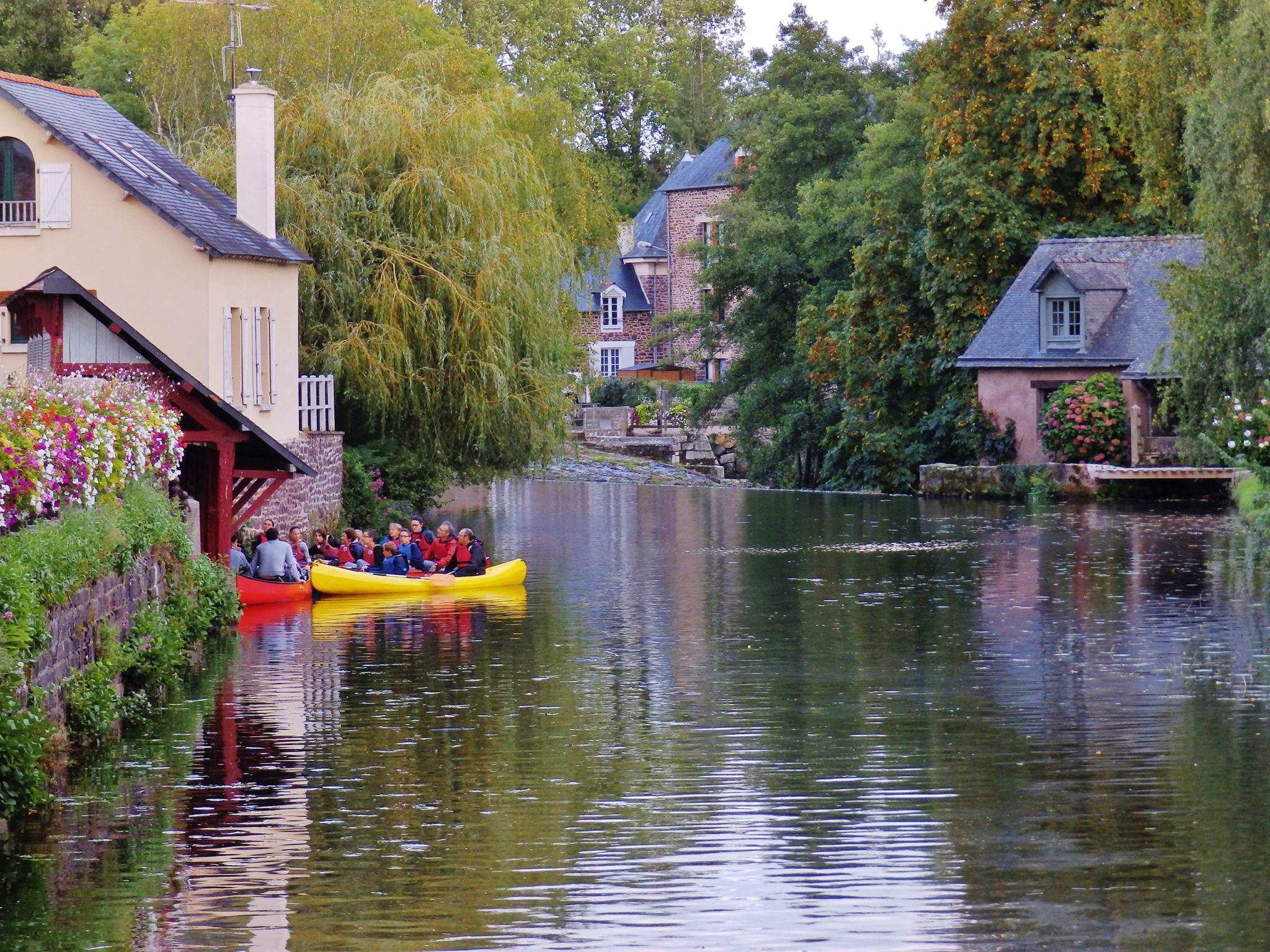 Visite de Montfort sur meu en canoe Credit Broceliande Guide 1