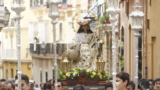 La Pastora de Sagasta, en un rosario público.