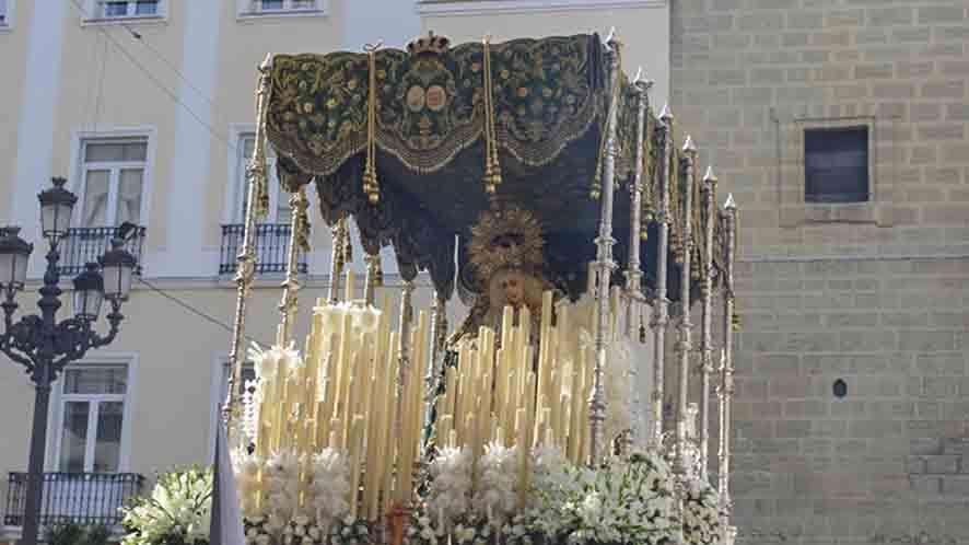 Actual palio de Nuestra Señora de la Esperanza en la Plaza de San Francisco