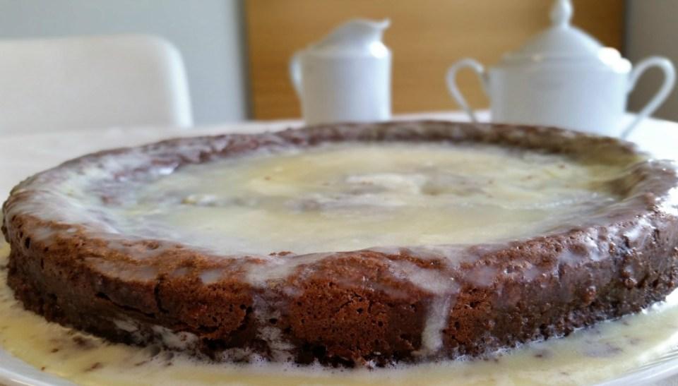 Bizcocho almendrado con cobertura de chocolate blanco