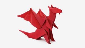 Dragón de origami en cartuliza roja