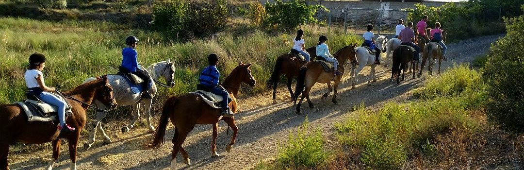 paseo a caballo en familiaen Fitero