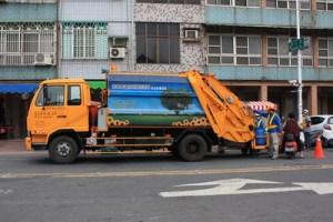 semestafakta-garbage truck in taiwan