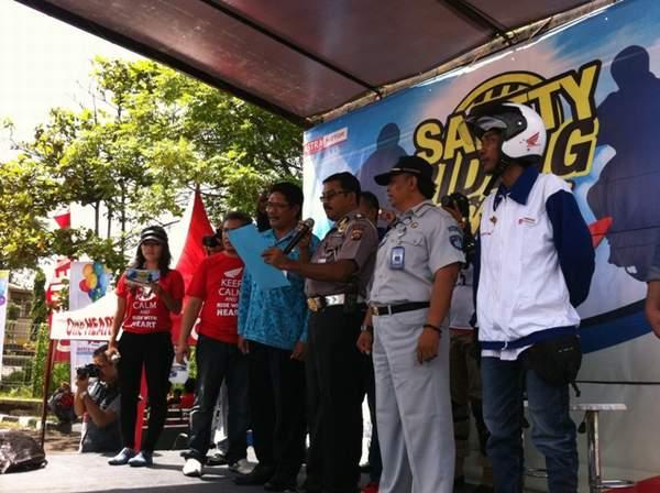 Kasubdit Dikyasa Ditlantas Polda Bali Bpk Kompol Nyoman Wirawan SH bersama Perwakilan dari Jasa Raharja M.Iskandar Sukmana dan Perwakilan Dari Dinas Perhubungan Provinsi Bali Mencanangkan Duta Safety Riding