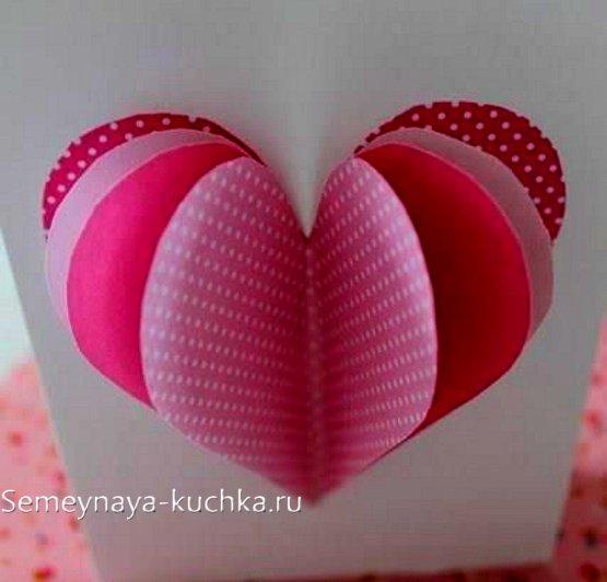 कागजी दिलों के साथ शिल्प