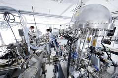 Ultra-high vacuum chamber at the DESY-NanoLab, in which the spectroscopic analysis was carried out. (Credit: DESY, Heiner Müller-Elsner)