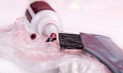 Hogyan mossa a haját festéket a bőr: hogyan kell dobni vagy mossa a festés után kitörölni arc és a test eltávolítása antocianin kézzel, hogyan kell eltávolítani