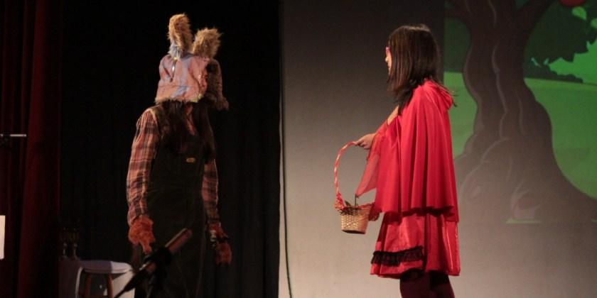 Estudiantes de academia de inglés presentan obra teatral