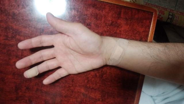 猫指バンソウコ
