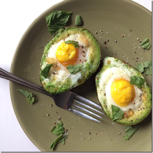 Baked Egg in an Avocado _4