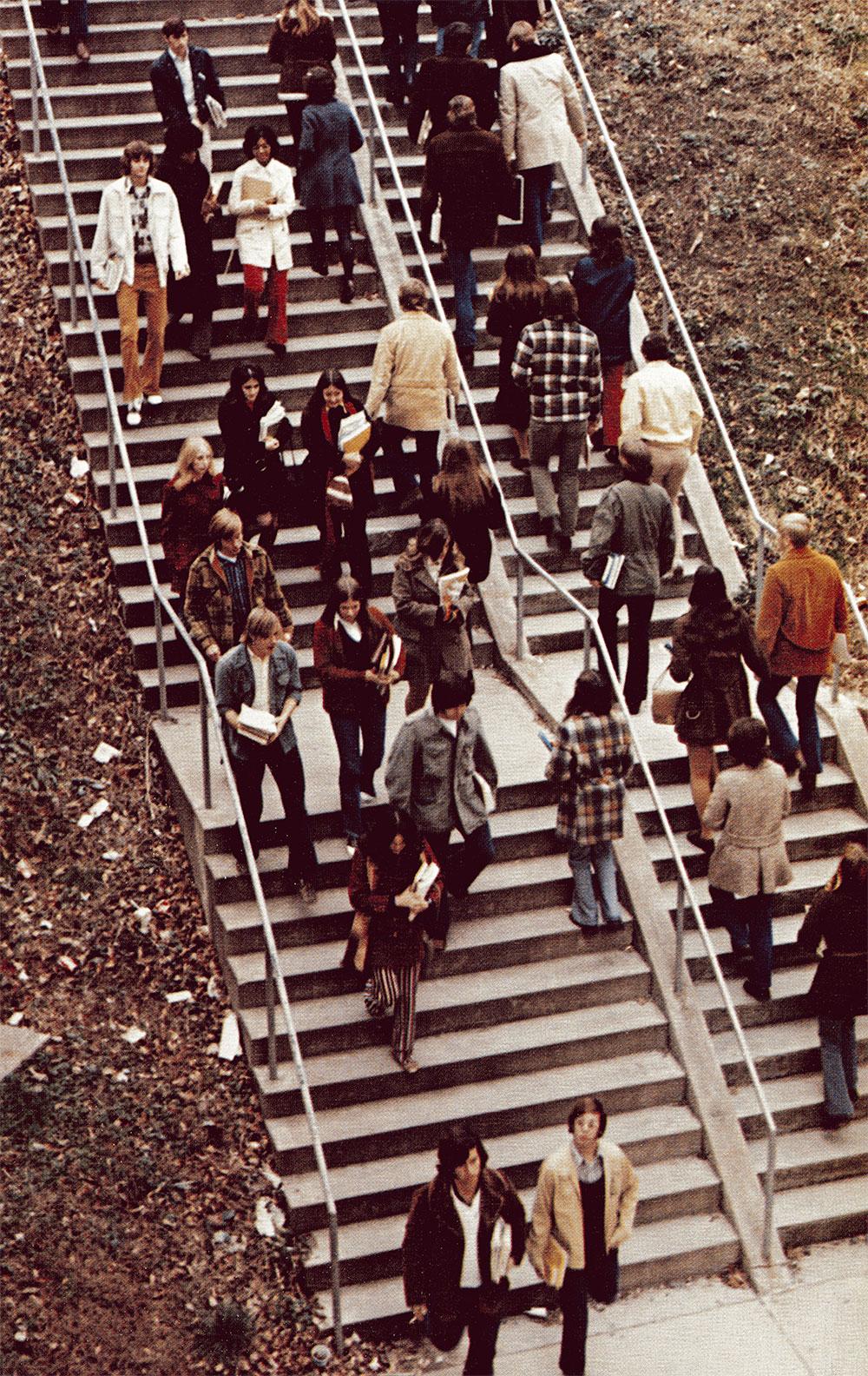 sagamore-1973-walking-students-stairs