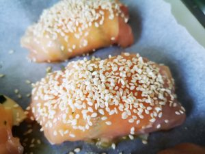 Involtini di pollo al sesamo con zucchine e provola