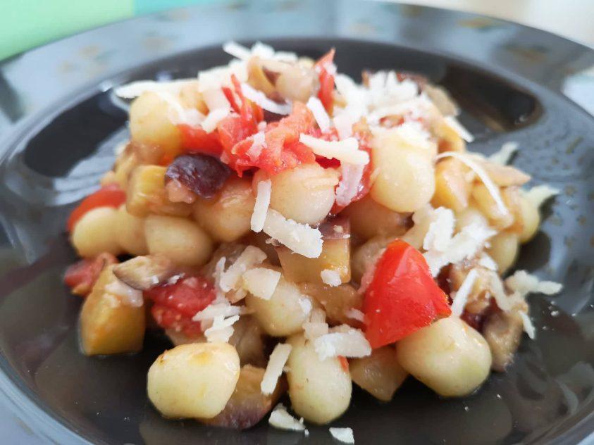 Gnocchetti di patate con pomodoro e melanzane
