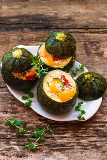 Zucchine ripiene con cous cous e verdure,ricetta light vegetariana