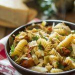 Pasta con carciofi e scaglie di parmigiano reggiano