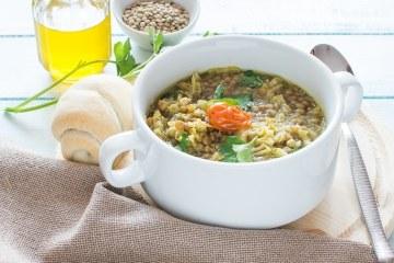 Zuppa di lenticchie cotta in pentola a pressione