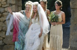 (L to R) Donna Sheridan (MERYL STREEP) celebrates her daughter Sophie?s (AMANDA SEYFRIED) wedding with Sophie?s friends Lisa (RACHEL MCDOWALL) and Ali (ASHLEY LILLEY) in the musical romantic comedy ?Mamma Mia!?