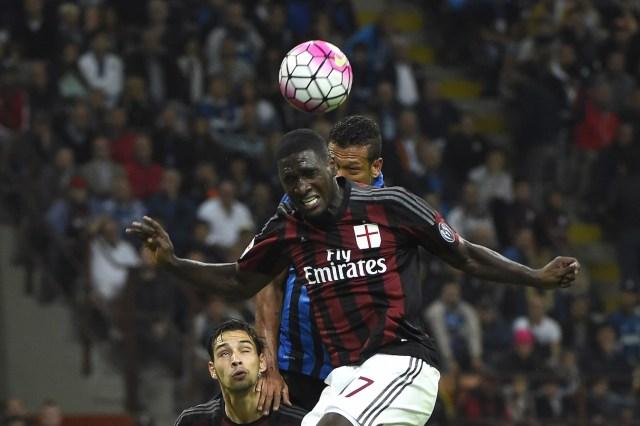 Cristian Zapata competes with Fedy Guarin in the air. | OLIVIER MORIN/AFP/Getty Images