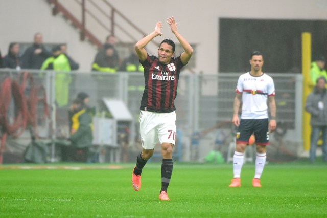 Carlos Bacca applauds the San Siro support. | OLIVIER MORIN/AFP/Getty Images