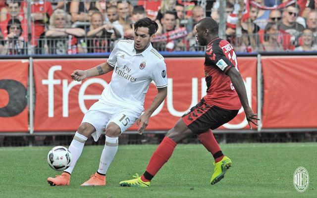 Gustavo Gomez in action against Freiburg.