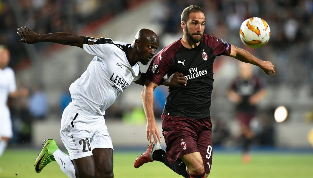 F91 Dudelange's Ghanaian defender Jerry Prempeh (L) vies for the ball with AC Milan's Argentinian forward Gonzalo Higuain during the UEFA Europa League Group F football match between F91 Dudelange and AC Milan at the Josy Barthel Stadium in Luxembourg, on September 20, 2018. (Photo by JOHN THYS / AFP) (Photo credit should read JOHN THYS/AFP/Getty Images)