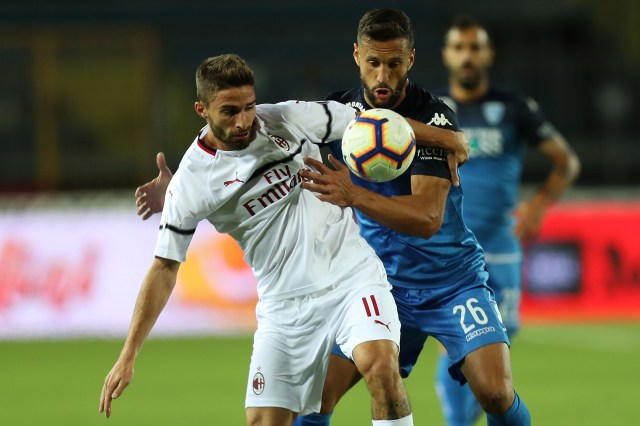 EMPOLI, ITALY - SEPTEMBER 27: Matias Silvestre of Empoli FC fights for the ball with Fabio Borini of AC Milan during the serie A match between Empoli and AC Milan at Stadio Carlo Castellani on September 27, 2018 in Empoli, Italy. (Photo by Gabriele Maltinti/Getty Images)