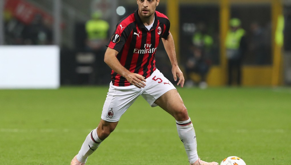 MILAN, ITALY - OCTOBER 25: Giacomo Bonaventura of AC Milan in action during the UEFA Europa League Group F match between AC Milan and Real Betis at Stadio Giuseppe Meazza on October 25, 2018 in Milan, Italy. (Photo by Marco Luzzani/Getty Images)