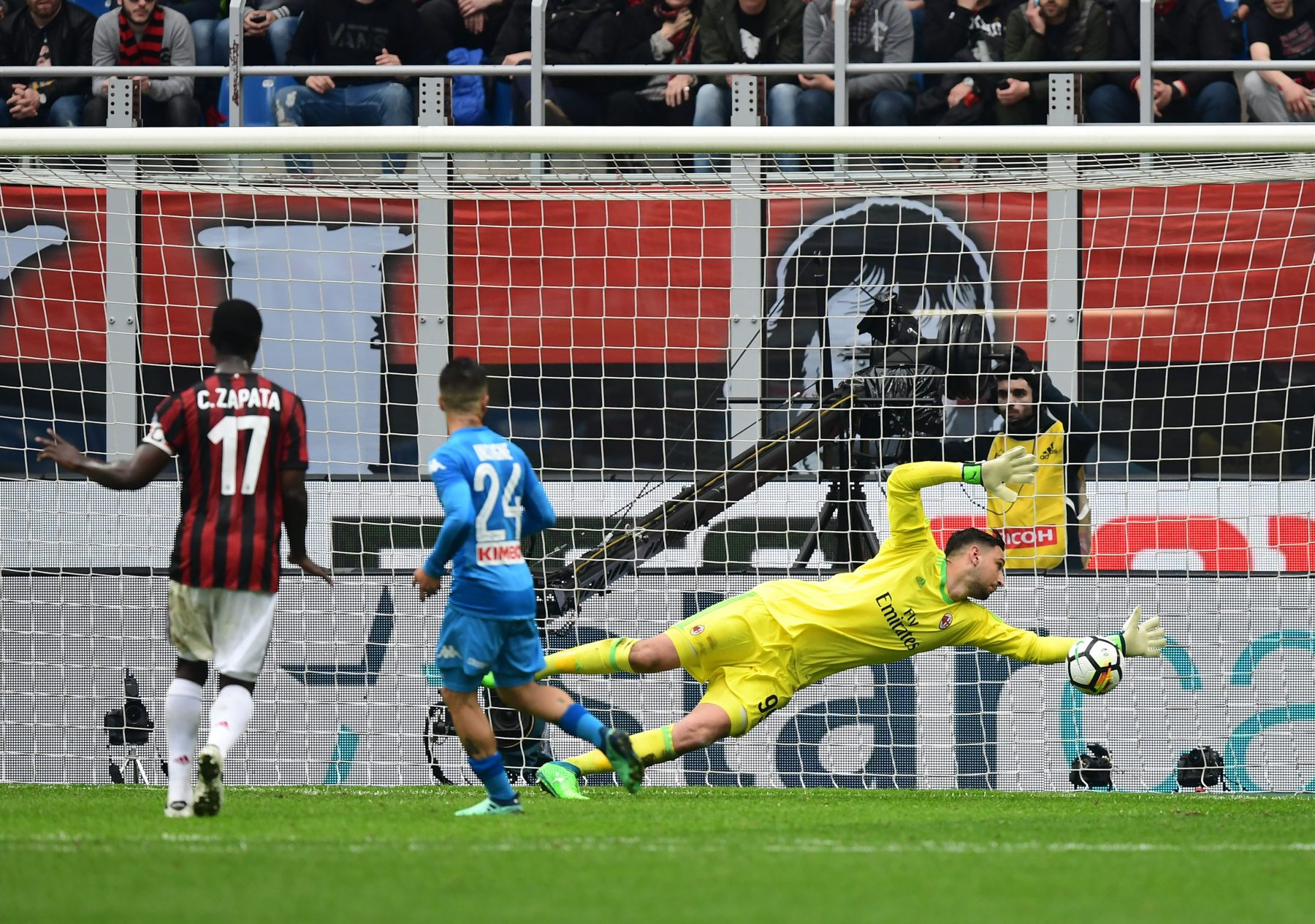 Both Napoli, Milan frustrated after 0-0 draw, Latest Football News