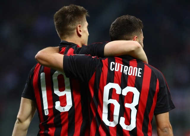 MILAN, ITALY - APRIL 02: Krzysztof Piatek (L) of AC Milan celebrates with his team-mate Patrick Cutrone (R) after scoring the opening goal during the Serie A match between AC Milan and Udinese at Stadio Giuseppe Meazza on April 2, 2019 in Milan, Italy. (Photo by Marco Luzzani/Getty Images)