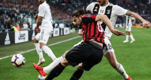 Juventus' Italian defender Leonardo Bonucci (R) defends against AC Milan's Swiss defender Ricardo Rodriguez during the Italian Serie A football match Juventus vs AC Milan on April 6, 2019 at the Juventus stadium in Turin. (Photo by Isabella BONOTTO / AFP) (Photo credit should read ISABELLA BONOTTO/AFP/Getty Images)