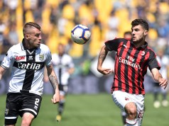 PARMA, ITALY - APRIL 20: Simone Iacoponi of Parma Calcio and Patrick Cutrone of AC Milan in action during the Serie A match between Parma Calcio and AC Milan at Stadio Ennio Tardini on April 20, 2019 in Parma, Italy. (Photo by Giuseppe Bellini/Getty Images)
