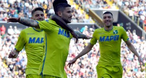 UDINE, ITALY - APRIL 20: Stefano Sensi of Sassuolo celebrates after scoring the opening goal with team mates during the Serie A match between Udinese and US Sassuolo at Stadio Friuli on April 20, 2019 in Udine, Italy. (Photo by Alessandro Sabattini/Getty Images)