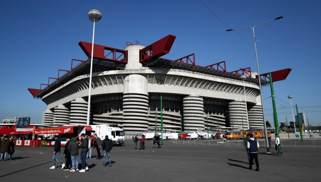 MILAN, ITALY - MARCH 08: General view outside the stadium before the UEFA Europa League Round of 16 match between AC Milan and Arsenal at the San Siro on March 8, 2018 in Milan, Italy. (Photo by Catherine Ivill/Getty Images)