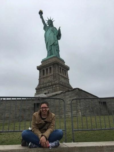 Sotto la Statua della Libertà (New York)