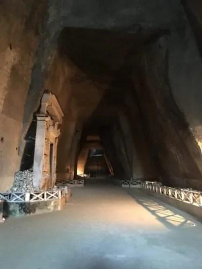 L'interno del Cimitero delle Fontanelle
