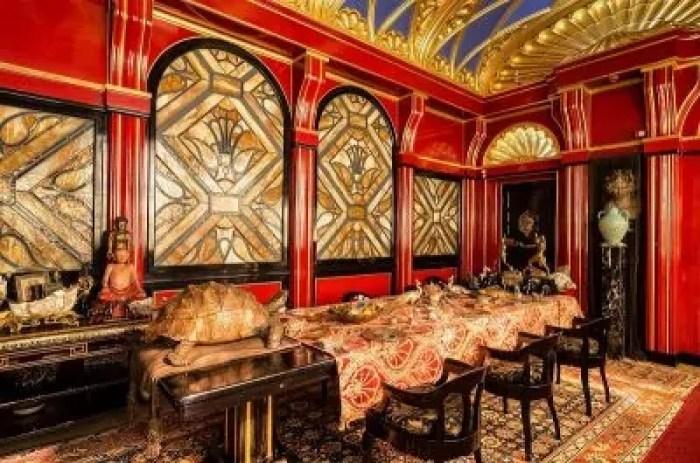 La sala da pranzo del Vittoriale. Sulla sinistra è possibile ammirare la tartaruga in bronzo