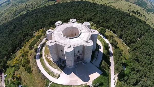 Castel del Monte visto dall'alto