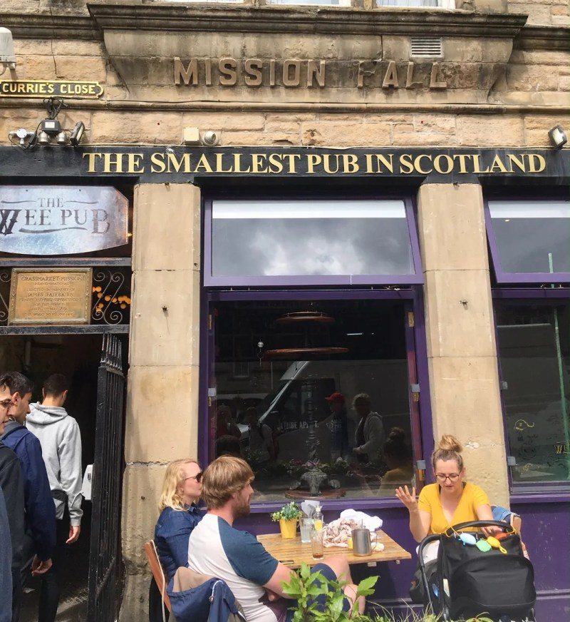 The smallest pub in scotland a Edimburgo